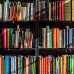 étagère de livres d'occasion