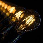 série d'ampoules allumées